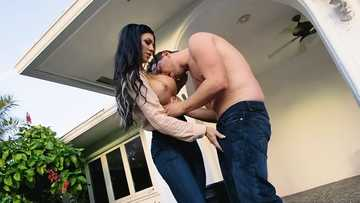 Melissa Lynn: In The Garden Of The Milf