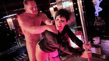 Big-dicked actor Nacho Vidal handles Soraya Wells' pussy with style and passion